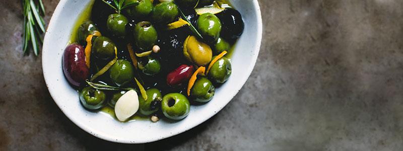 Spreads, salsas, dips & encurtidos